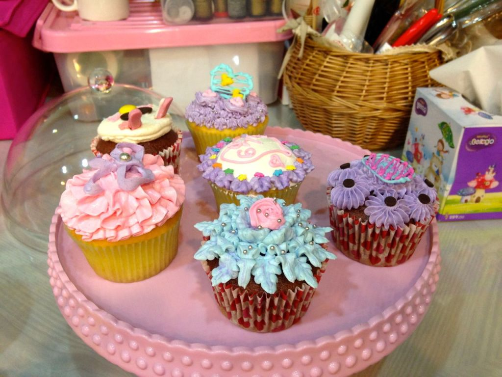 Cupcake Decorating Lesson in Geoje, South Korea at Cupcake Saii