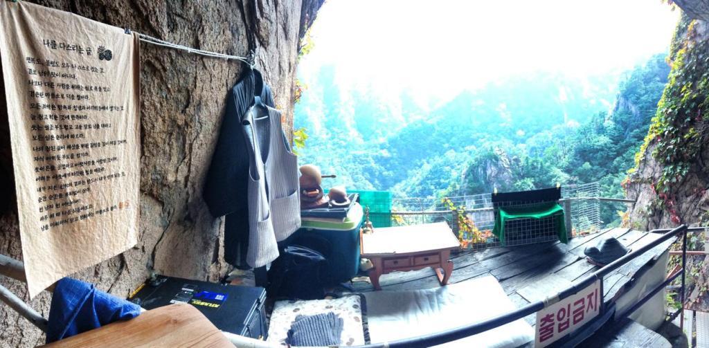 Seoraksan Monk Cave